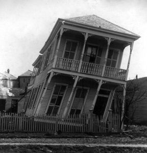 460px-Twisted_house,_Galveston_hurricane,_1900