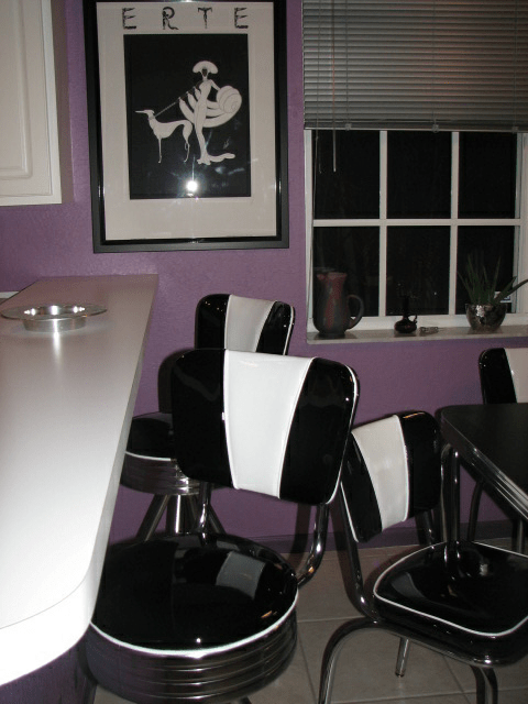 Congemis-Retro-Table-and-Chairs.fw_