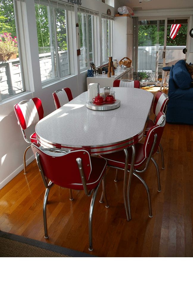 Resnicks Retro Table And Chairs