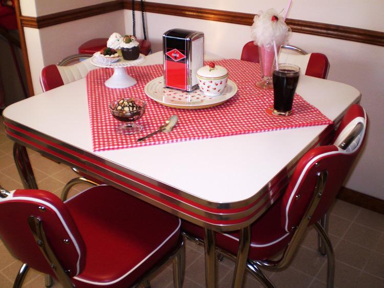 Joanne's Retro Dinette Set, Niagara Falls, NY
