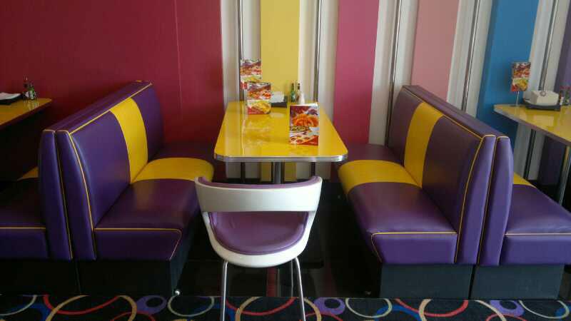 Saudi Arabia Pizza Restaurant  Bars  Booths