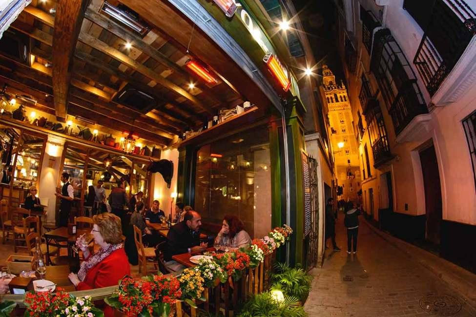pelayo bar giralda street