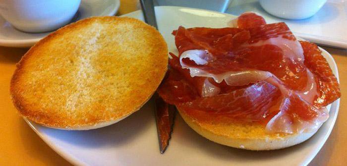 desayuno en sevilla media de jamon