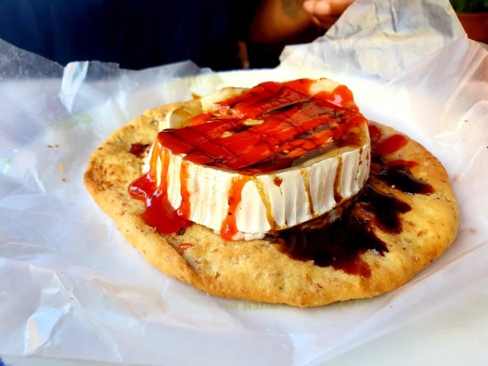 queso de cabra con mermelada