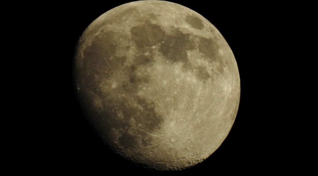 De maan op weg naar volle wasdom