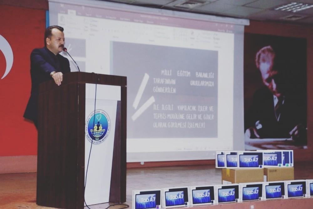 Bartın'da FATİH Projesi kapsamındaki tabletler öğrencilere ulaştırıldı