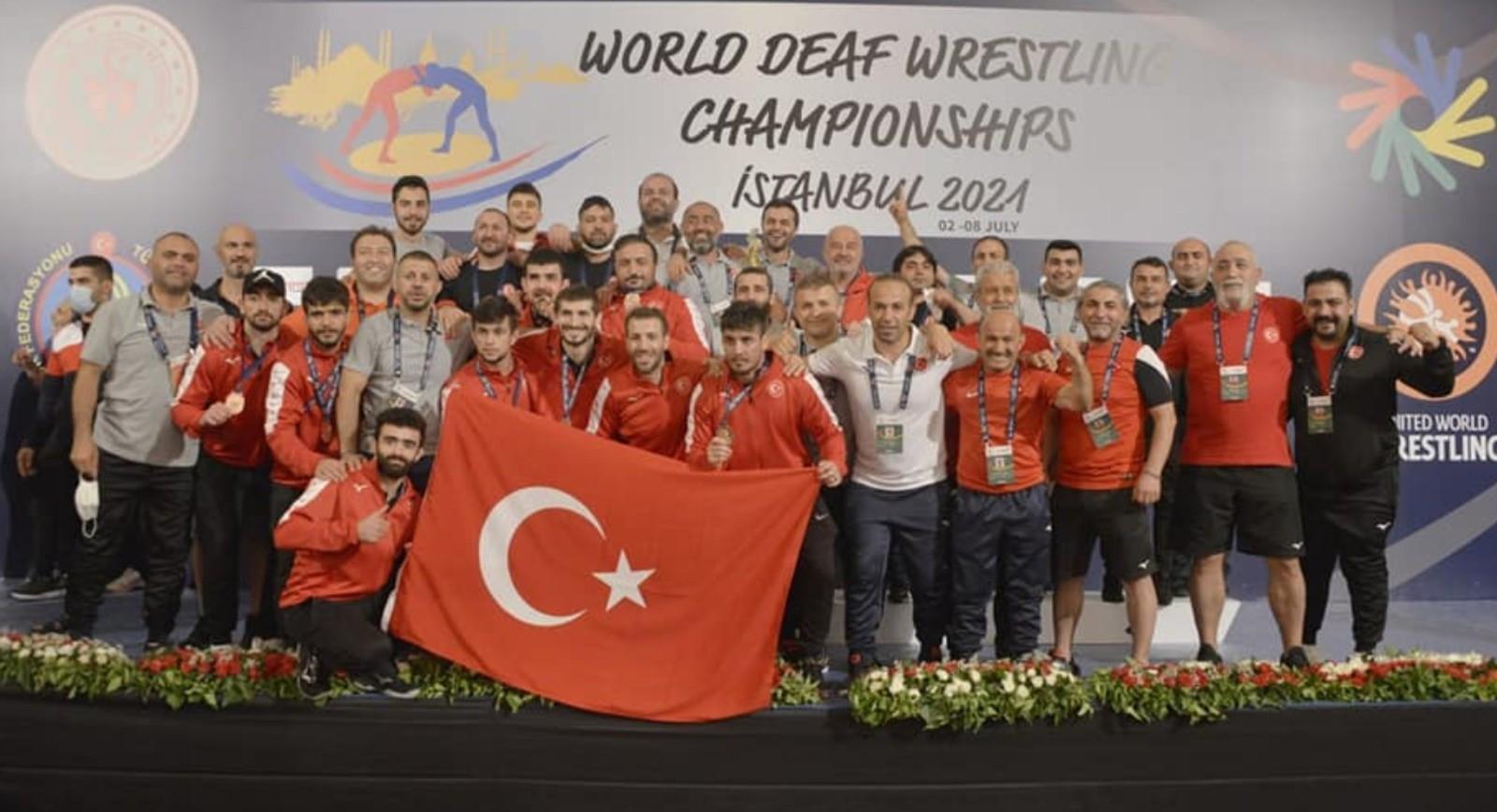 Bartın Üniversitesi öğrencisi Bartu Akdemir, İşitme Engelliler Dünya Güreş ikincisi oldu