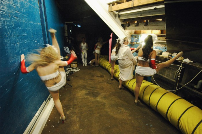 Dancers_backstage-Hippodrome-Great_Yarmouth-by_Bartolomy