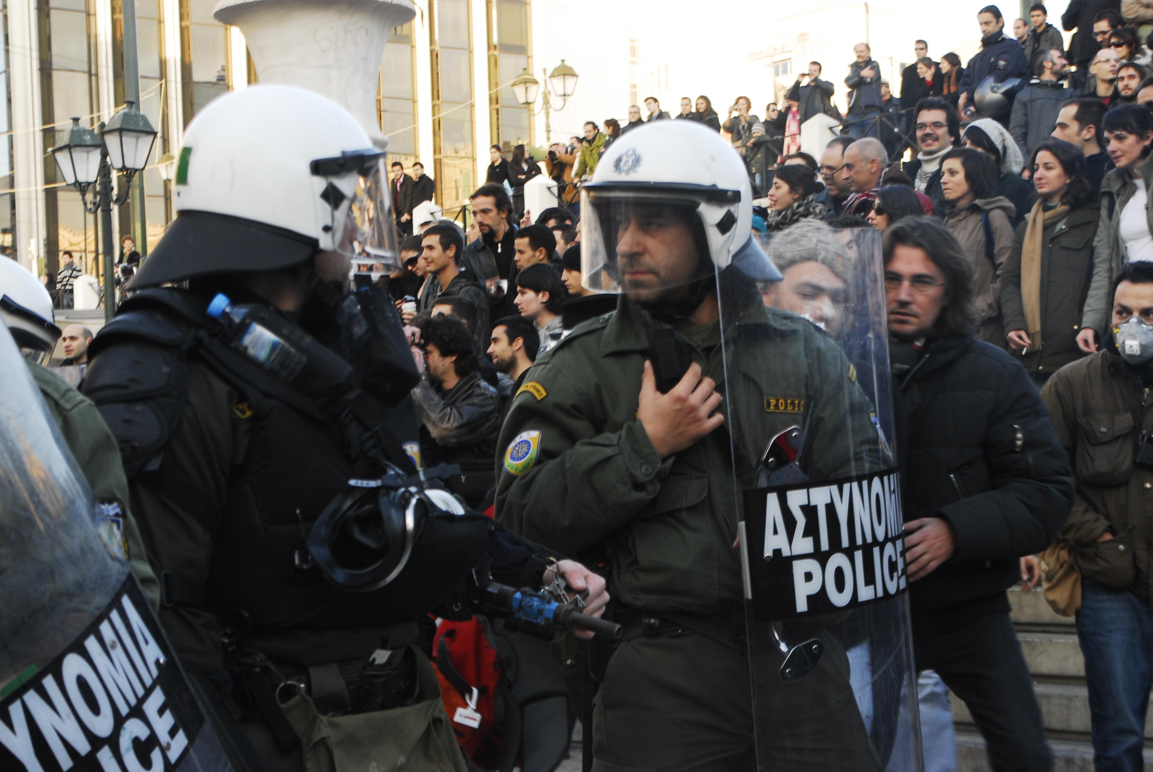 reparti M.A.T. prima della carica a Syntagma_