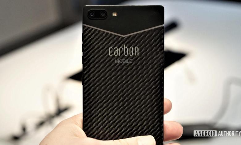Углепластик в корпусе телефона Carbon Mobile 1 Mark II