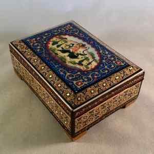 Schmuck-Schatulle im persischen Khatam-Stil mit Reiter-Motiv auf dem Deckel