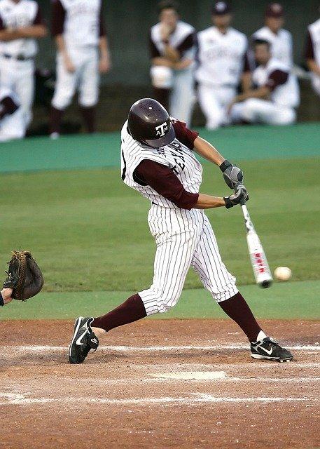 57e6d5454356af14f6da8c7dda793278143fdef85254764e71277bd69345 640 - What You Must Know If You're Into Baseball