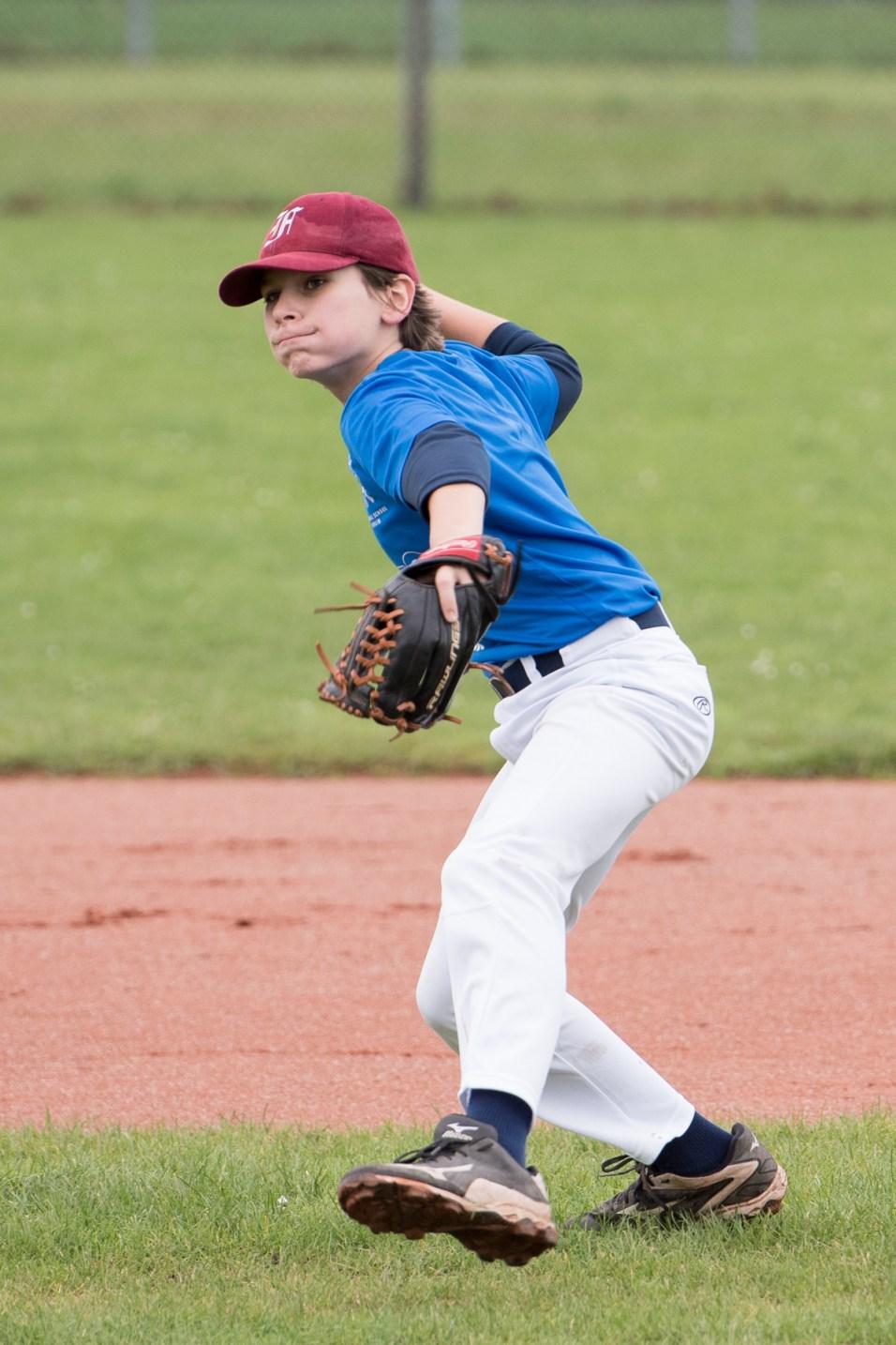 Erik - ready to make the throw - Infieldthrow