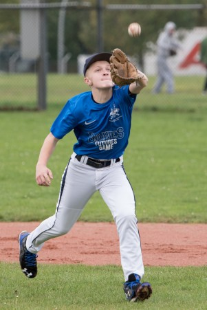 Leon Kaufmann - Flyball running catch - focus - open glove toward ball