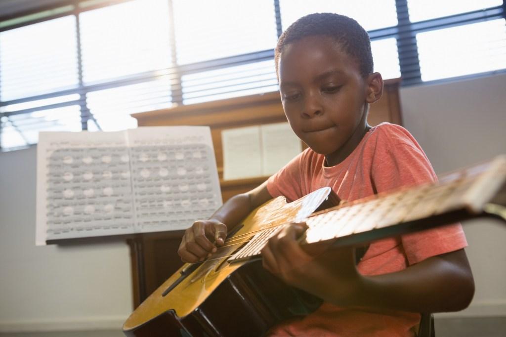 Basel und Region - Lass uns Gitarre spielen, mein Sohn | auf baselundregion.ch