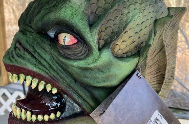 MONSTROUS MASK REVIEWS: Aquatic Creature by Ghoulish Productions
