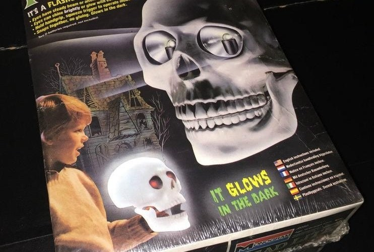 THE BASEMENT TOY BOX: Monogram's Head Lite Skull Light Model Kit