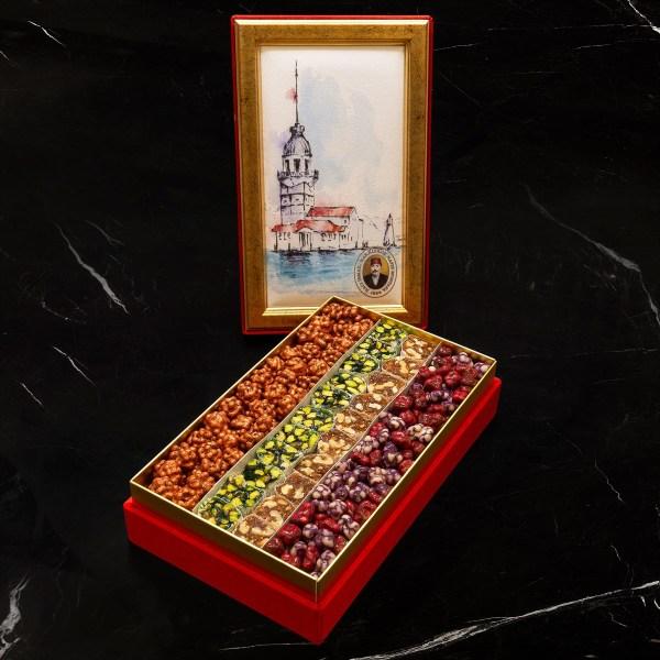 حلقوم تركي مشكل حافظ مصطفى مع مكسرات مغطاة بالشوكولا في علبة برج غالاطة 1,490 غرام