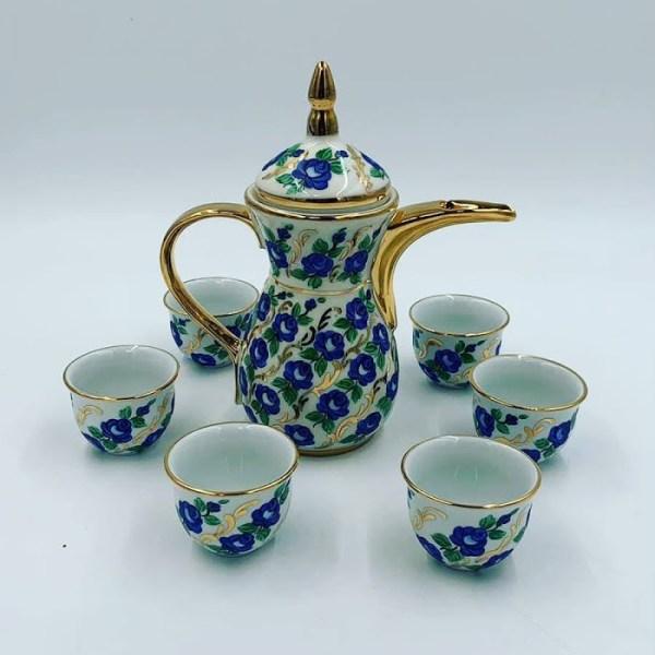 دلة قهوة عربية لون أزرق بورسلان مع 6 فناجين رسم يدوي خامة ممتازة وتتحمل الحرارة والغسيل مميزة شحن سريع من قصر الباشا إلى باب منزلك اطلب الآن