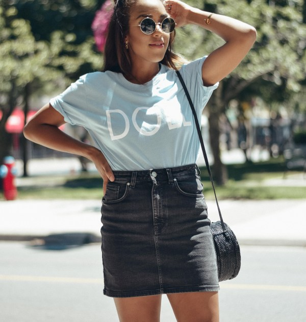 fashion blogger lauren sheriff of basic babe in boohoo graphic tee, zara jean skirt and raye the label mules
