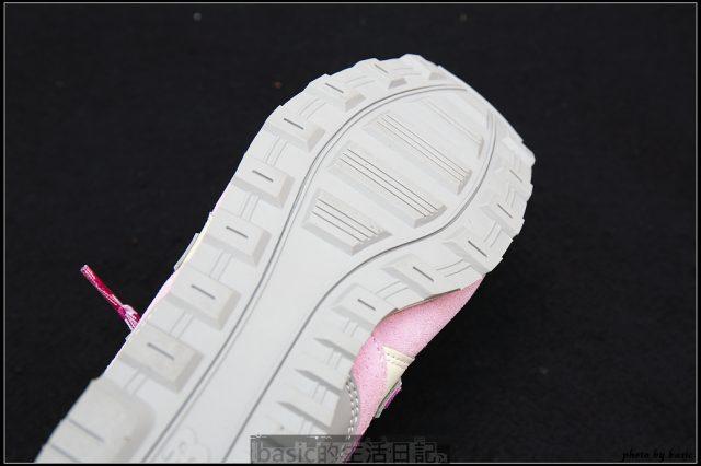吸睛度破表–New Balence 996格菱紋紫色女款分享