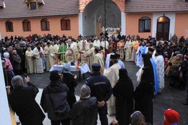 biserica-invierea-domnului-a-centrului-social