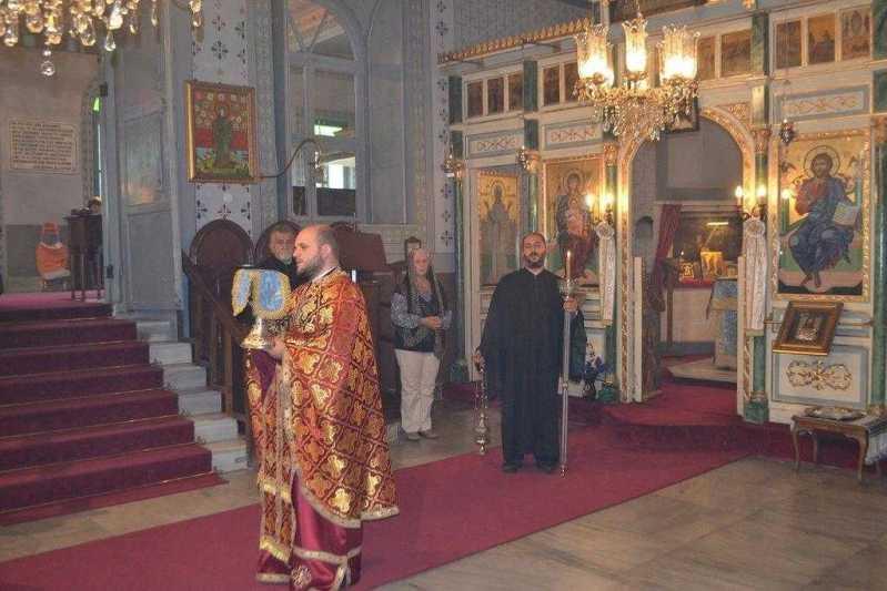 liturghie-in-limba-romana-in-biserica