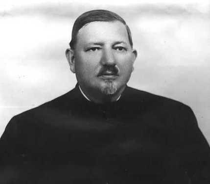 părintelui protopop Aurel Munteanu, primul protopop de Huedin