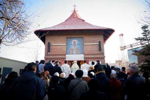 Ps Varlaam a resfinţit biserica Sf. Nicolae Dudeşti