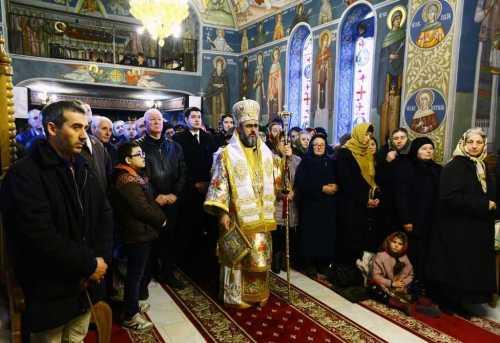IPS Ciprian slujind la hramul Bisericii Sf Andrei Focşani