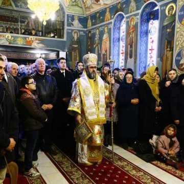 IPS Ciprian slujind la hramul Bisericii Sf Andrei Focsani