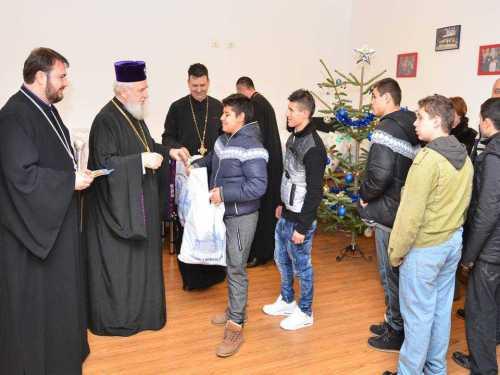 """IPS Nifon - vizită caritabilă la """"Centrul Social Creștin"""" din Târgoviște"""