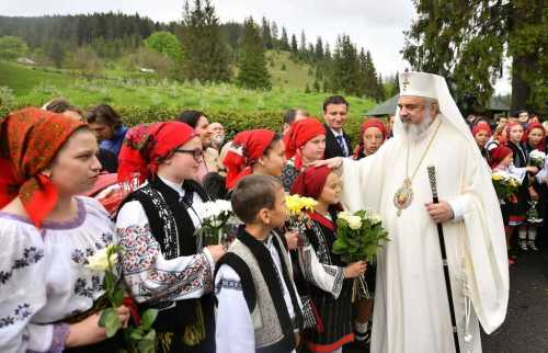 Patriarhul-Daniel-la-Manastirea-Putna-judetul-Suceva-la-canonizarea-Sfintilor-Putneni-Sila-Paisie-Natan-Iacob-Putneanul-Sihastria-Putnei-10