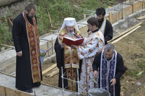 IPS Petru pune piatra de temelie la biserica din Orhei