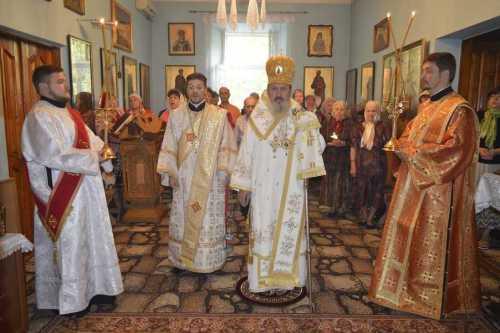 IPS Petru liturghisind la Chişinău