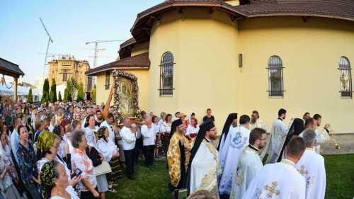 Procesiune Icoana Maicii Domnului Prodromita la Paraclisul Catedralei Mantuirii Neamului