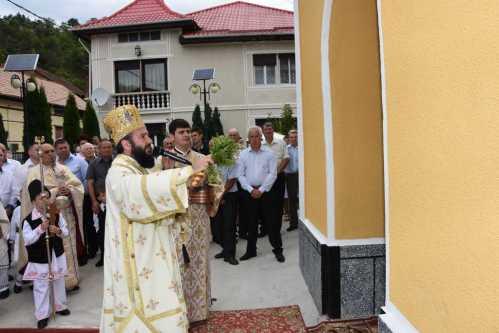 PS Lucian a resfinţit biserica parohiei Pârvova
