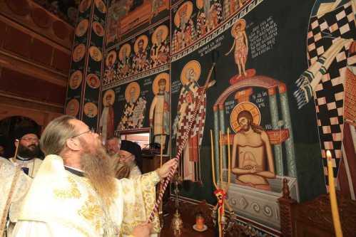 A fost sfinţită Mănăstirea Dumbrăvioara (1)