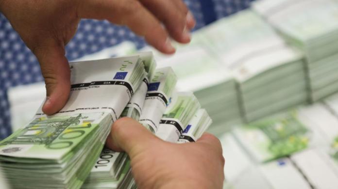 Κίνδυνος να επιστραφεί σε οικονομικούς εγκληματίες 1 δισ. ευρώ από ξέπλυμα χρήματος