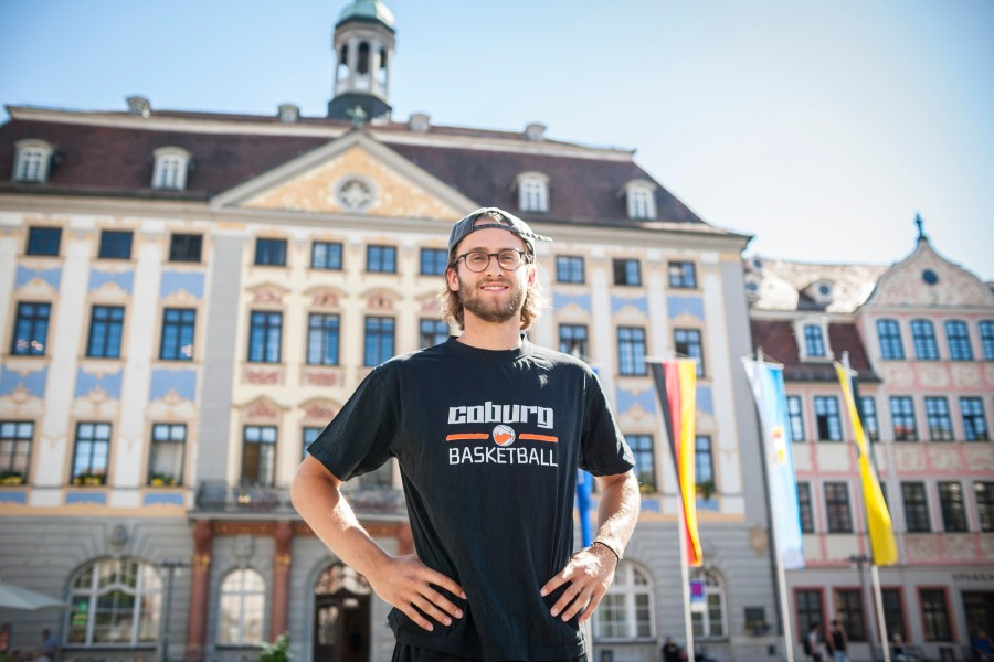 Constantin Ebert verlängert in Coburg