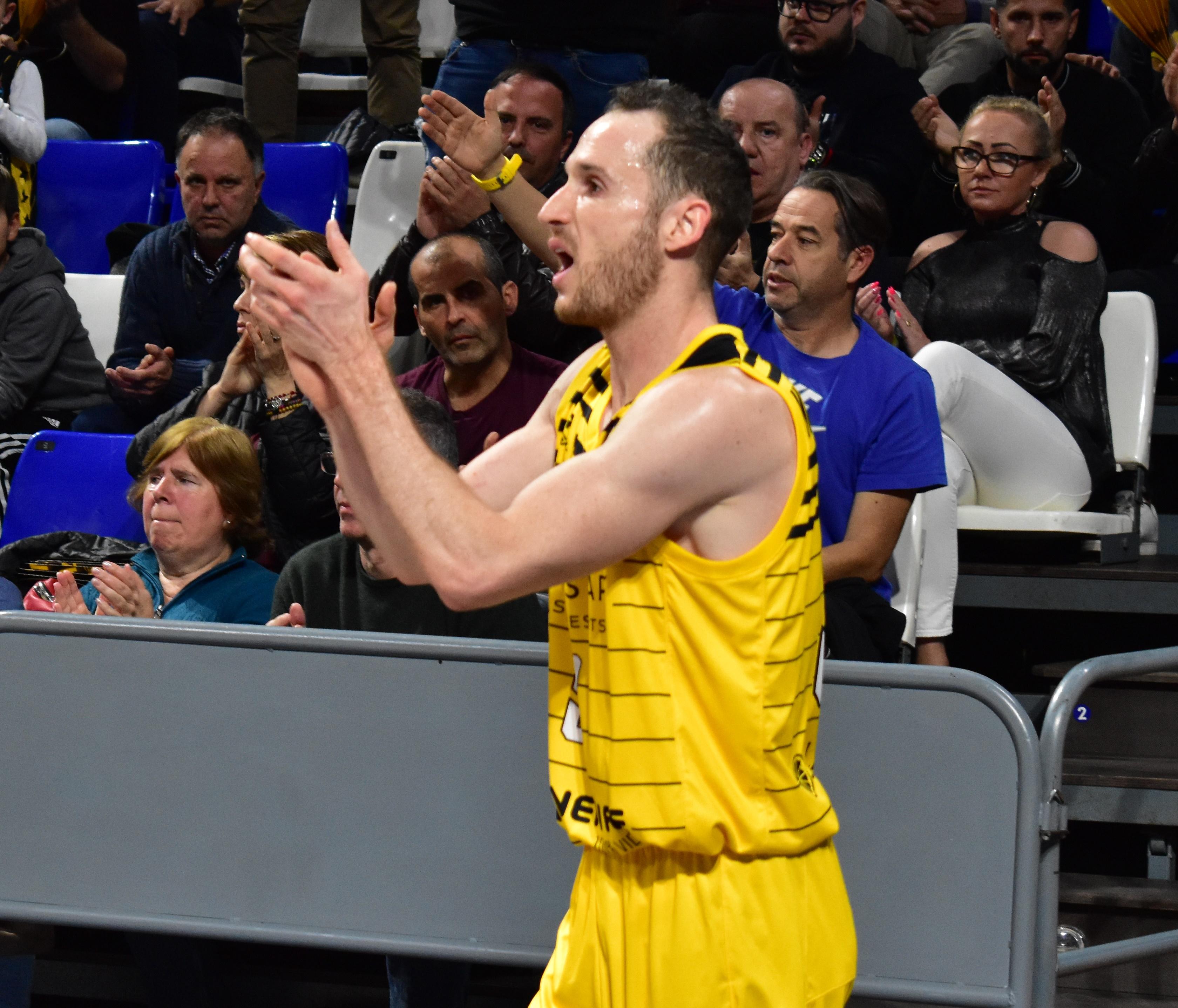 La FIBA reconoce que hubo «decisión incorrecta de los árbitros» con Marcelinho