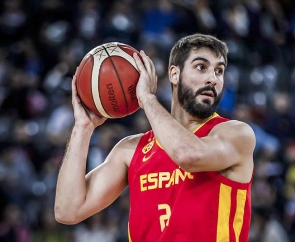 El aurinegro Dani Díez guía a España a la victoria