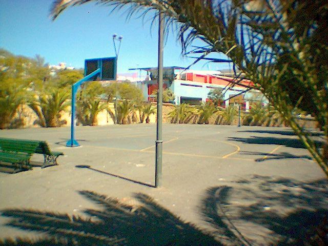 El Ayuntamiento de Santa Cruz de Tenerife habilita las canchas de los barrios para actividades de respiro