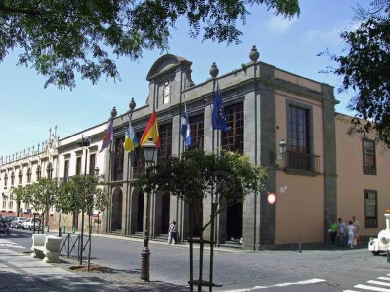 El Ayuntamiento de La Laguna estudiará el caso de las acusaciones de Sara Djassi a Claudio García