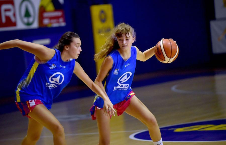 María Doreste y Dominique García tocan en las puertas del primer equipo del CB Islas Canarias