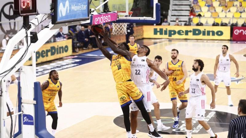 Diop pasa a tener ficha con el primer equipo y Javi López y Rubén López de la Torre entran en dinámica con la primera plantilla