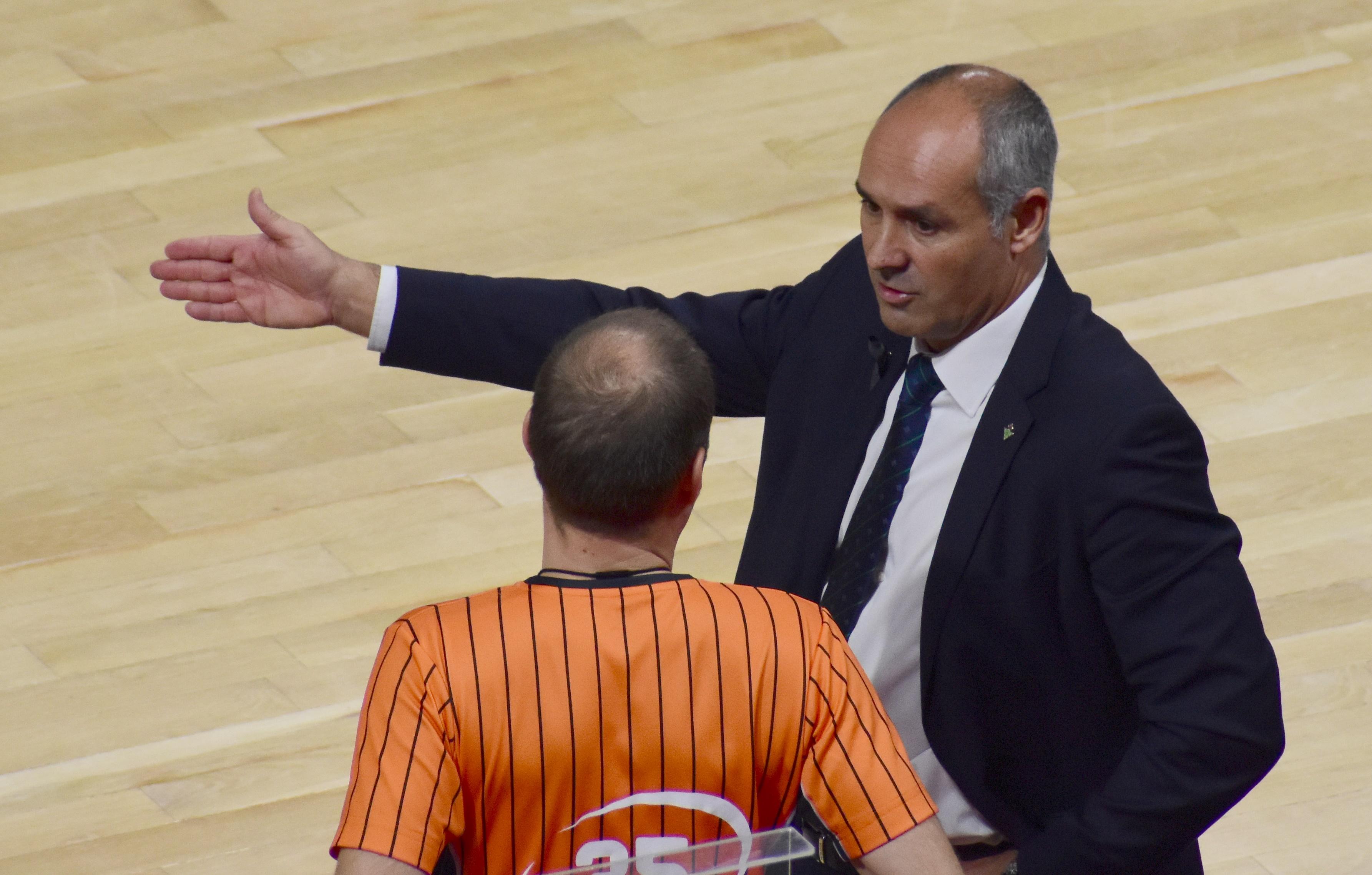 Curro Segura, destituido como entrenador de Real Betis