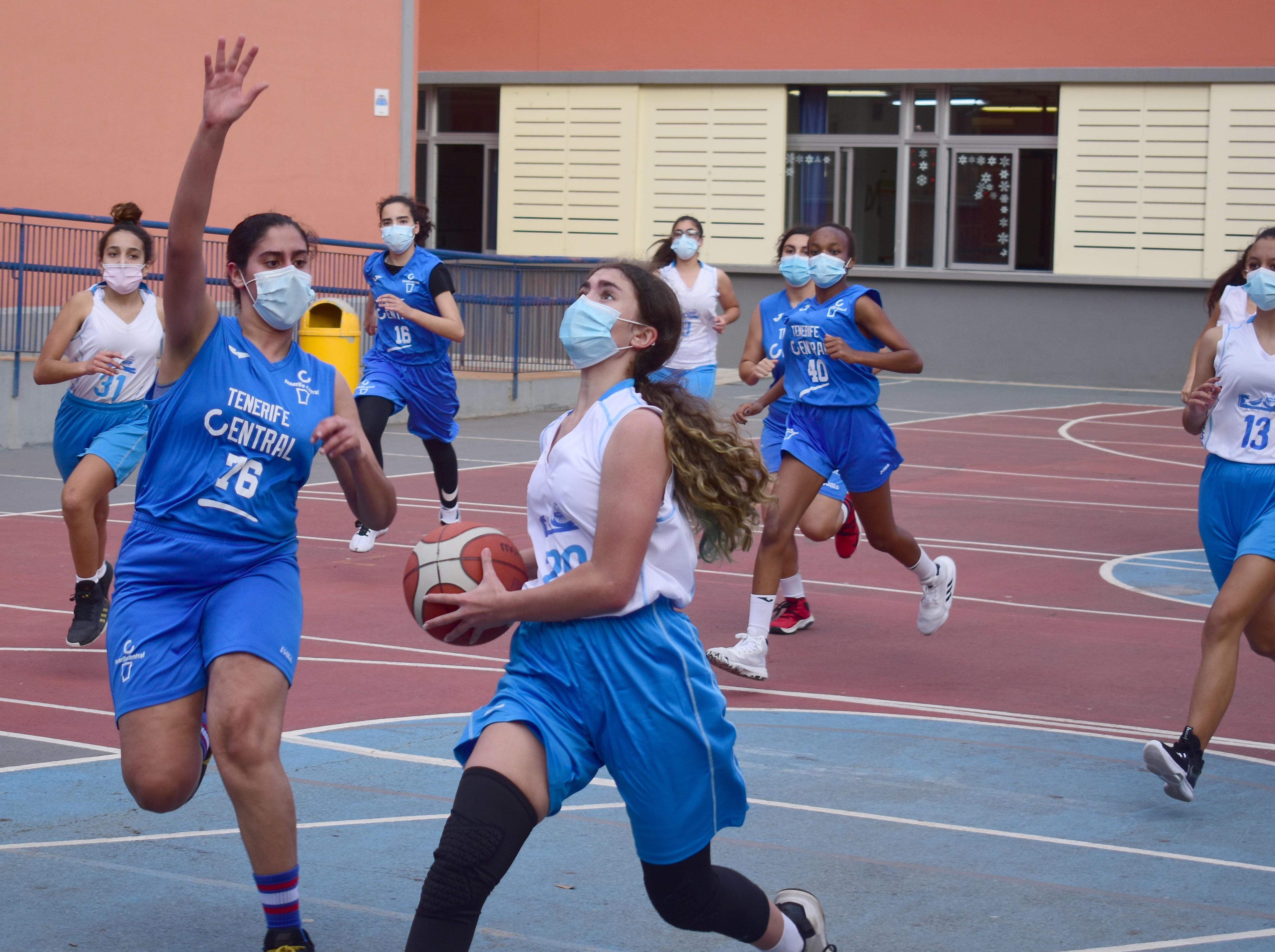 Regresó el baloncesto federado a Tenerife y lo hizo con mascarillas