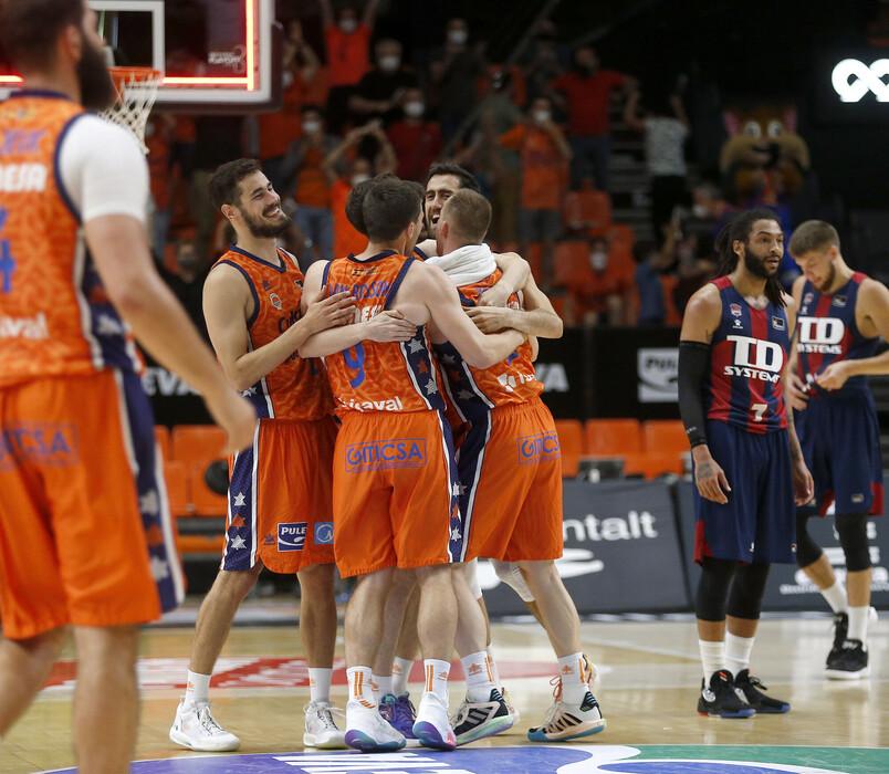 El Valencia Basket hace valer el factor cancha y pone el 1-0 con Baskonia ante su afición