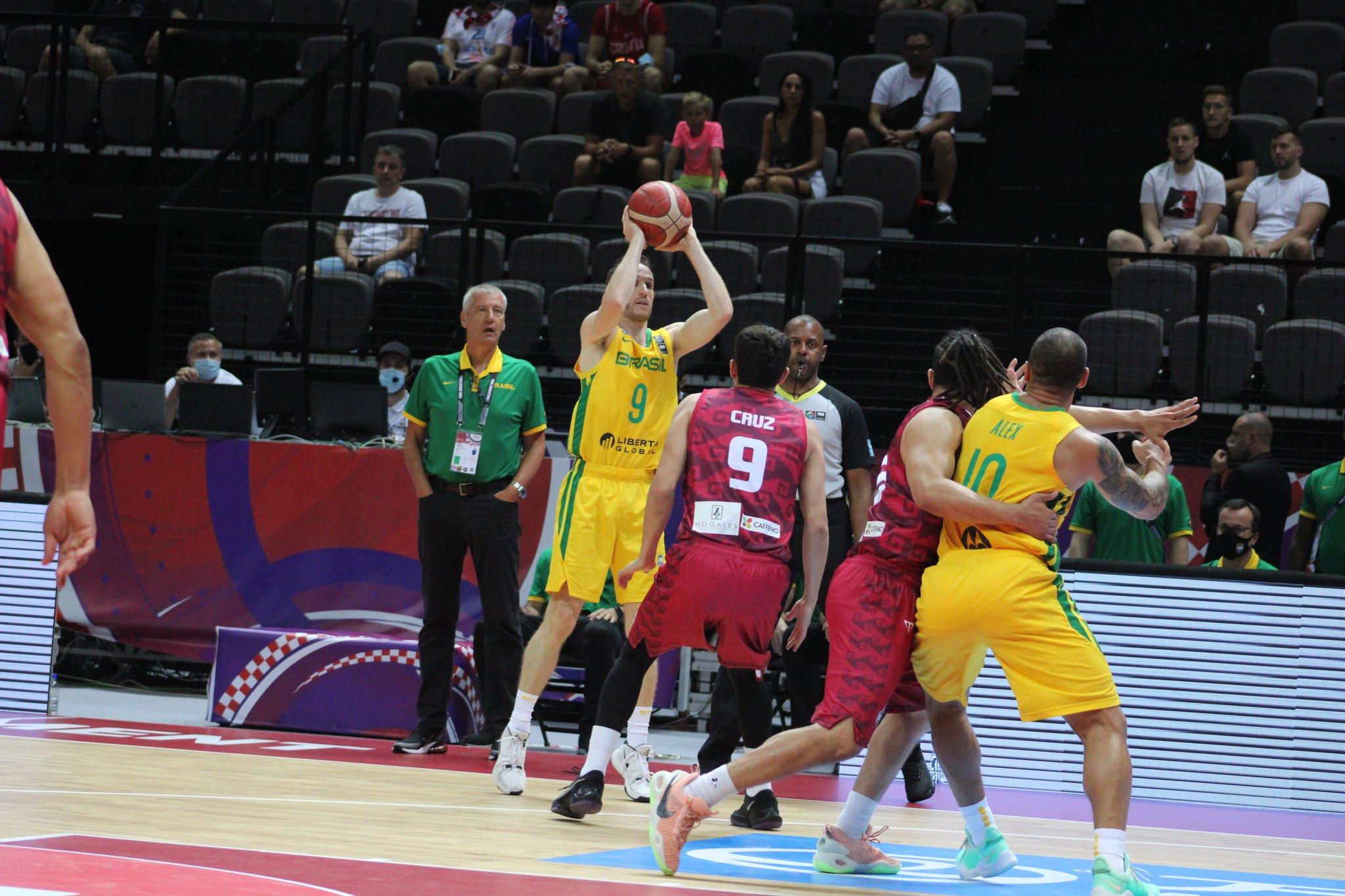 Huertas mete a Brasil en la final del Preolímpico